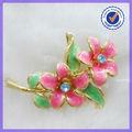 De lujo deimitación de color rosa de flores broche de lainvitación de la boda #5117
