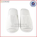 caliente venta no slip zapatillas anti deslizamiento de la galleta blanco deslizadores del hotel