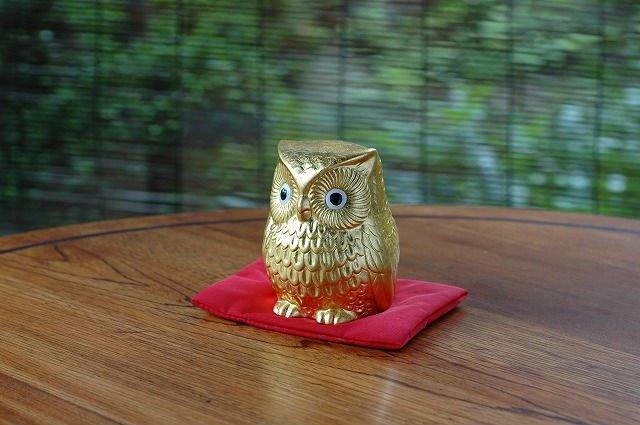 Presente japonês folha de ouro coruja estatueta