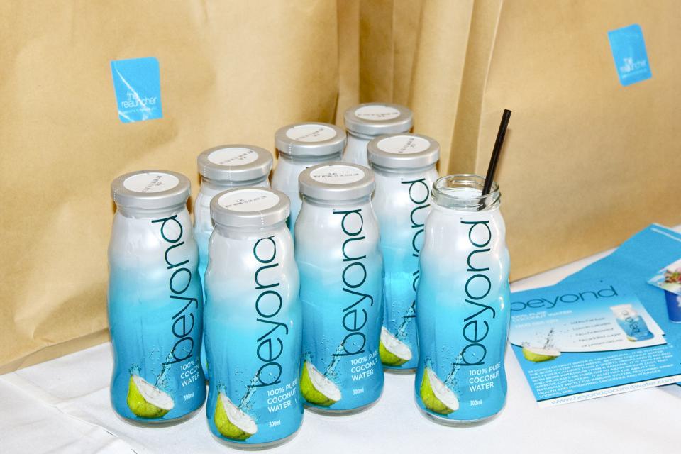 100% agua de coco bajo su propia marca- botella de vidrio 300ml