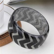 trendy bracelet wth snake pattern
