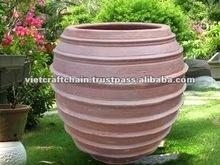 Round Rings Dark Clay Urn