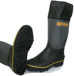 Light boots durable winter boots shoes for safety walking by made in japan.