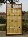 De bambú y de madera cerca- bambú puerta