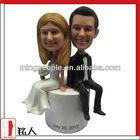 custom polyresin latest wedding gift for cake topper