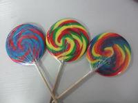 Flat lollipop with artificial flavor