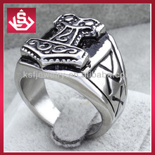 Stainless Steel Centered Arrow Shield & Pattern Design on Side View of Biker Ring
