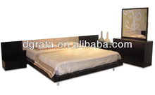 2013 fashion wooden bedroom set was made from MDF board with wood veneer in dark brown