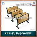 Courbe d'école en bois tables et chaises