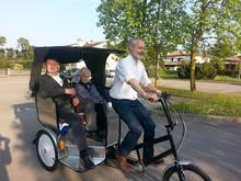 triciclo de pasajeros con cabina triciclo de pasajeros triciclos de taxi de pasajeros