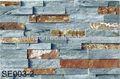 自然さびたスレートのベニヤのスタックの棚の文化石