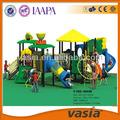 lovely animaux pour les enfants jouer à des jeux en plein air