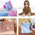 100% polyester polaire couverture de réception crochet bébé stock
