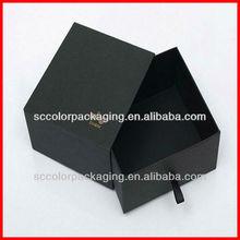 A gaveta do tipo caixa de camisa, caixa preta da gaveta com fita
