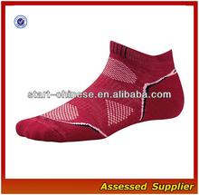Men Sports Socks/ Professional sports wear/ High Quality Red Color climbing Socks/ Wholesale sports socks QH-C04