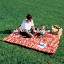 Portable roll up folding outdoor beach fleece blanket with bag