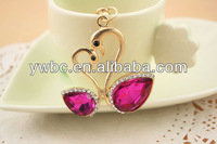 (YS194 002)2014 Wholesale gold plated water red big crystal artistic double swans key chains