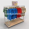 Au détail de vêtements design intérieur du magasin/détail, vêtement. design intérieur du magasin