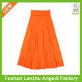 Los modelos de lujo de largo faldas una falda de color naranja