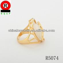 2014 yiwu factory wholesale white rhinestone wedding ring gold plated design