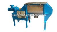 Animal feed horizontal mixer