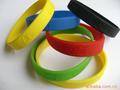 Personalizado moldeado de goma de silicona banda/pulsera/anillo del dedo/reloj/pulsera