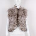 девушка енот меховой жилет куртка модная одежда