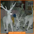 Encargo de la navidad decorativo blanco de los ciervos