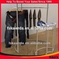 Compras on-line designer roupas display rack