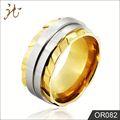 Libre de la muestra con estilo anillos dorado