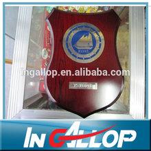 escudo de mdf de madera placa de adjudicación trofeo con la placa de metal