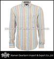 la costumbre de los hombres vestido de camisa de lino
