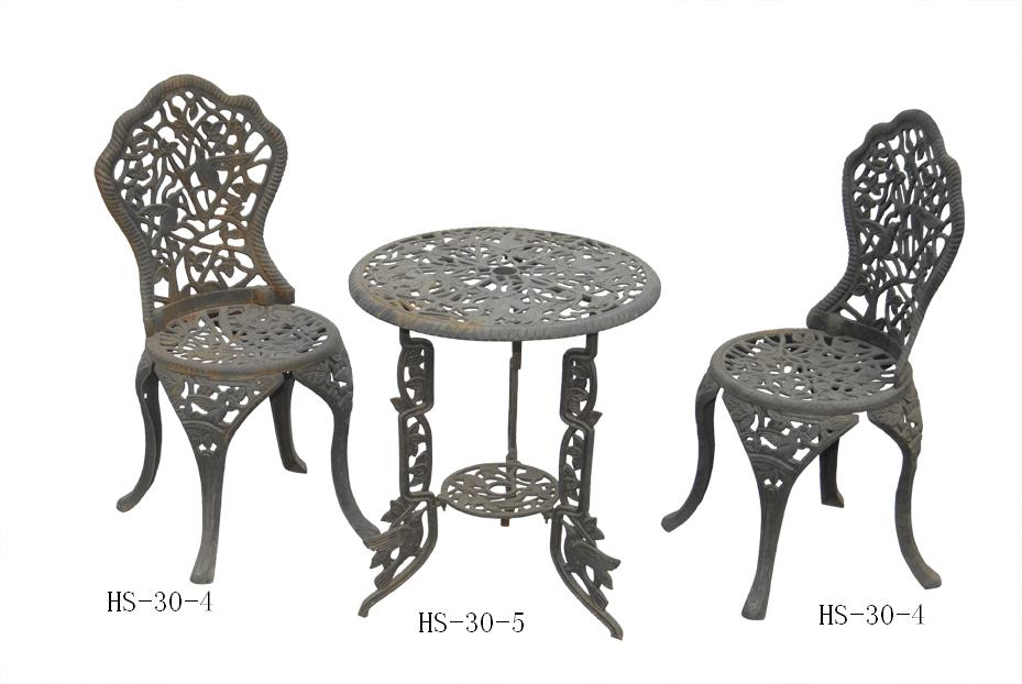 mesa para jardim ferro:Cast Iron Garden Table and Chairs