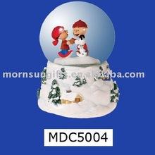 Hot selling sweet couple figurine custom handicraft Water Ball