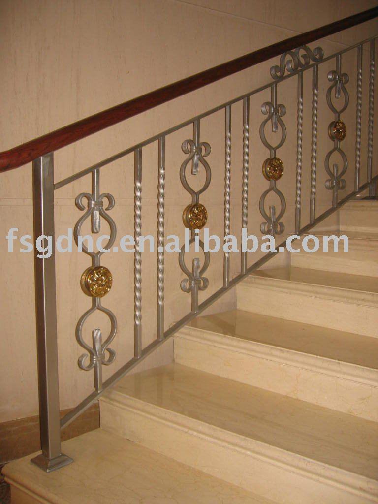 Escalier en fer forg pour d coration rampes et mains for Decoration fenetre en fer