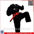 acanalado negro uniforme de taekwondo