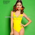 ( الساخنةالإسعافات): المرأة بملابس السباحة/ ملابس السباحة