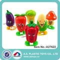 Vent en plastique jusqu'à des fruits et légumes jouets