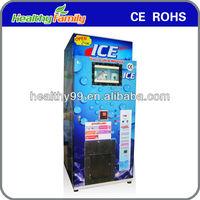 Automatically packing ice making machine