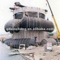 Bateau avec airbag de sauvetage, sous l'eau