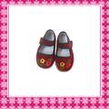 zapatos de bebé de la pana del bordado de la manera