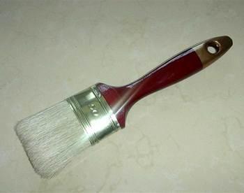 white bristle oval paint brush.