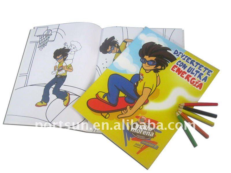 เด็กระบายสีหนังสือด้วยดินสอสีหรือภาพวาด