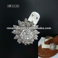 2012 the newest design accessory alloy clips for slipper