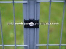 Portable mesh fence