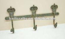 cast iron key with hooks