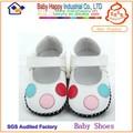 Fresco de design infantil criança sapatos de bebê feliz