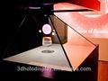 Moderno vitrinas de exhibición, etiqueta holográfica product mostrando con caja de audio y vídeo