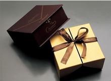 custom luxury paper deluxe gift box with metallic paper