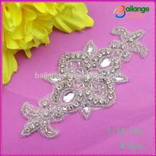Elegant design whosale 2015 new design strass motif hotfix crystal rhinestone flat back for wedding dress